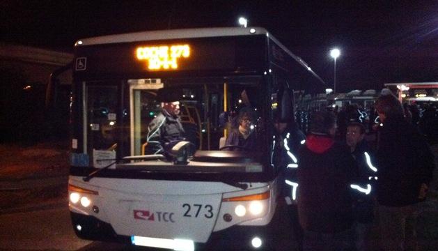 El primer autobús del miércoles sale de cocheras.