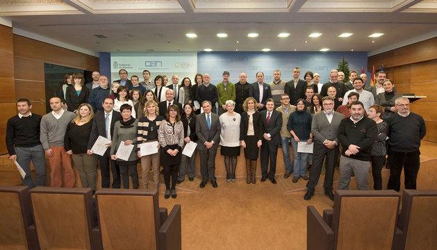 Autoridades y representantes de las empresas reconocidas