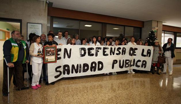 Imagen de la concentración celebrada ayer en el interior del hospital Reina Sofía de Tudela.