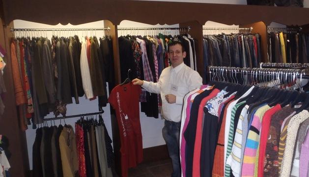 Fernando Iglesias, en su tienda del Ensanche