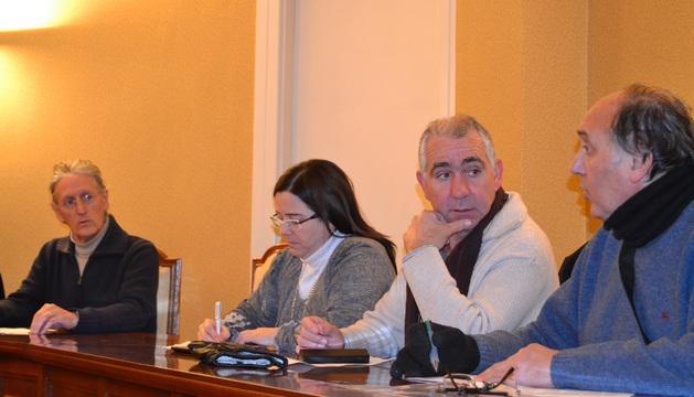 Los concejales socialistas Jesús Sola y Raquel Santos  (izda) se abstuvieron
