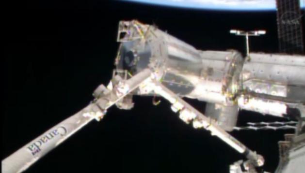 Imagen de la NASA de los trabajos en el exterior de la EEI