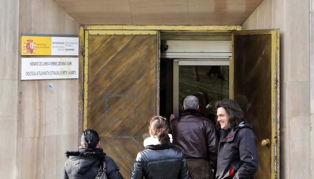 Entrada a las oficinas de Tráfico en Pamplona