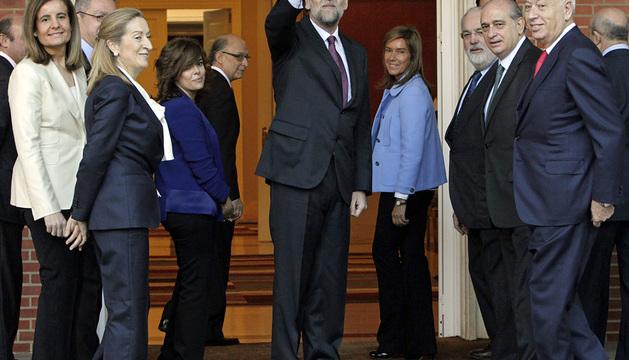 Rajoy y sus ministros, antes de la primera reunión de su Consejo de ministros de la legislatura.