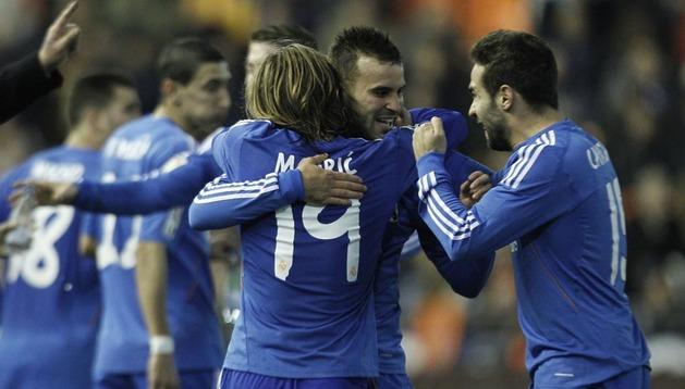 Jesé celebra su gol ante el Valencia con sus compañeros