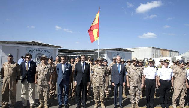 Rajoy y Morenés, con el destacamento Orión en Yibuti.