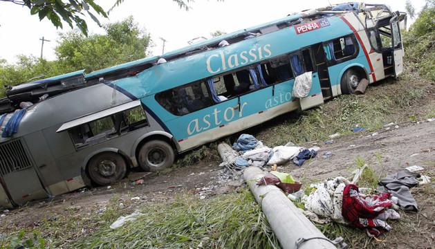 Fotografía del autobús accidentado en Sao Paulo