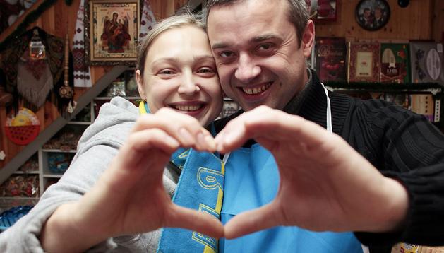 Tetyana y Andriy regentan en Barañain el comercio Nash Delikatessen de productos tradicionales de países del Este