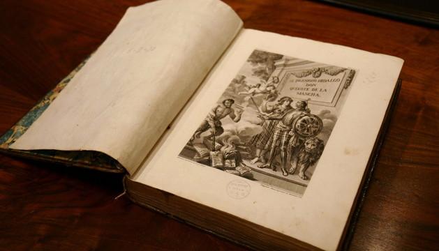 Edición ilustrada del Quijote de Ibarra en la exposición que abrió la conmemoración del III Centenario de la RAE