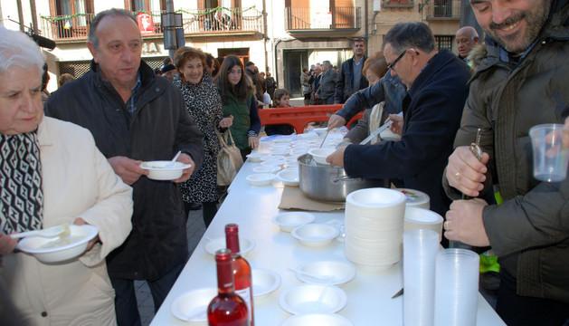 Participantes en la degustación de cardo que tuvo lugar este domingo en Corella
