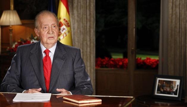 El Rey Juan Carlos se dirige a los españoles desde el Palacio de La Zarzuela en el tradicional mensaje de Navidad