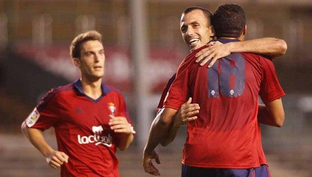 Puñal y Torres celebran el gol de Onwu contra el Valladolid