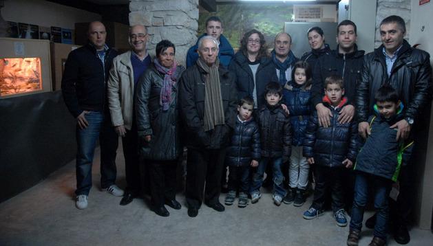 Miembros de la Asociación de Belenistas de Tafalla en la sede de la ciudad, donde pueden verse los nacimientos estos días