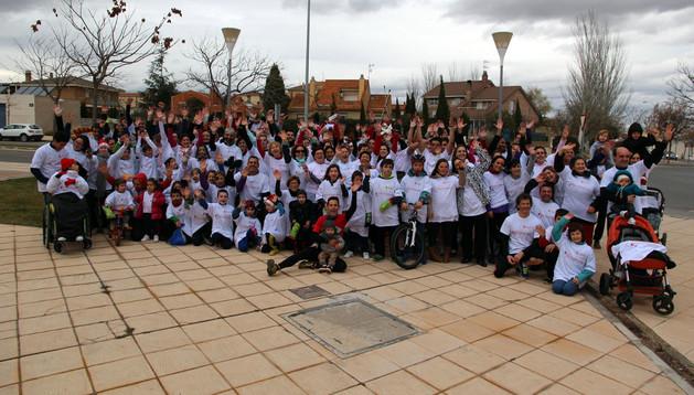 Los participantes en la carrera solidaria '1 kilómetro x 1 kilo' promovida por el Centro Deportivo Municipal Clara Campoamor de Tudela