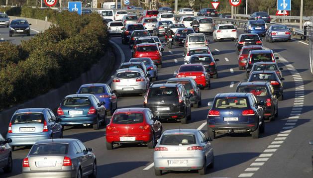 Circulación en el kilómetro 13 de la A-1, a la salida de Madrid.