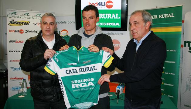 Caja Rural-Seguros RGA presenta a Luis León Sánchez