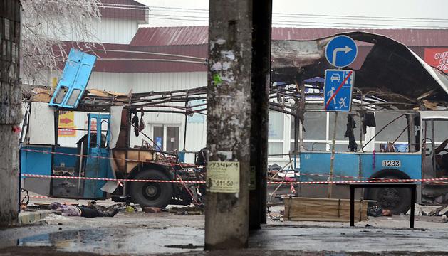 El trolebús quedó completamente destruido a consecuencia de la explosión, que se produjo a las 08.10 hora local.