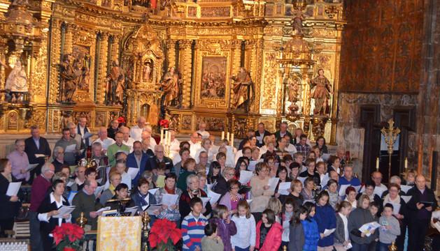 Los coros de la zona de Los Arcos actuaron en la iglesia de Santa María