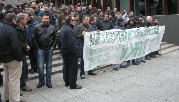 Los trabajadores se manifestaron frente al edificio de la Mancomunidad