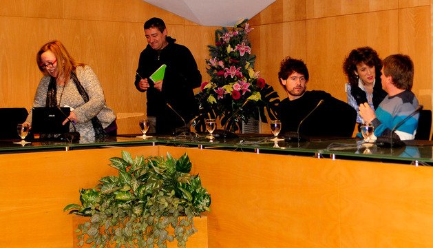 La alcaldesa Cristina Sota, este lunes junto a los concejales de Bildu de Tafalla