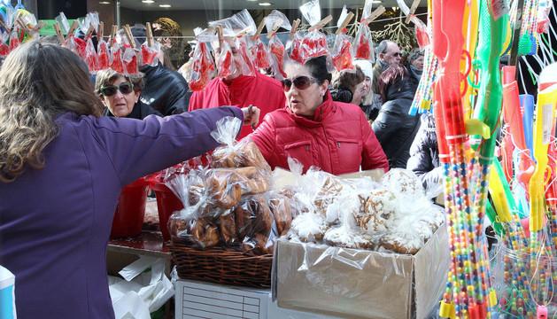 Decenas de vendedores se dan cita anualmente en el día de San Blas, en Pamplona.