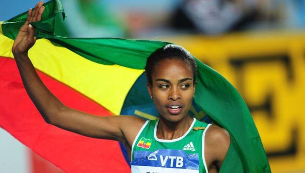 Genzebe Dibaba bate el récord mundial de 1.500 en pista cubierta