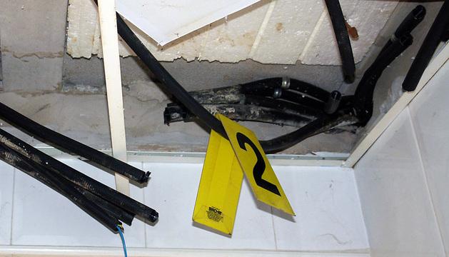 Cables arrancados por el autor del robo de cables en Tudela