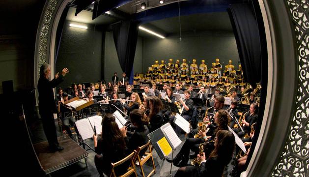 Banda y coro, en el concierto solidario del viernes en favor de Proyecto Hombre en Tudela