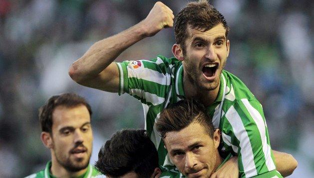 Dos goles de Rubén Castro devuelven la fe al Betis