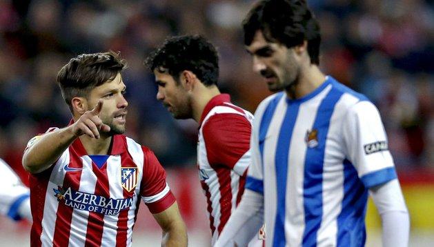 Diego, que regresó y marco, celebra el 4-0