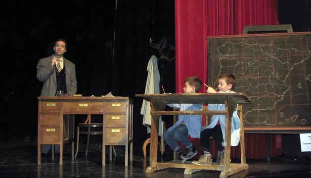 Javier Chocarro, que interpretó al maestro, durante la obra.