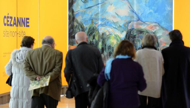 Los visitantes llegan a la muestra 'Cézanne: Site / No site'