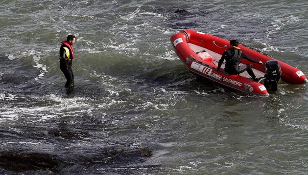 El dispositivo de búsqueda del joven de 15 años engullido por el mar en Foz