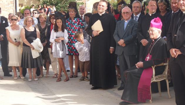 Homenaje de Mues al obispo emérito de Almería, Rosendo Álvarez, en 2010