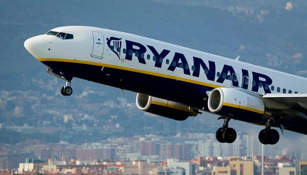 Un avión de Ryanair despega del aeropuerto de Barcelona