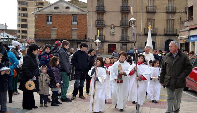 Los niños llevaron sus roscos con su nombre escrito, tal y como marca la tradición
