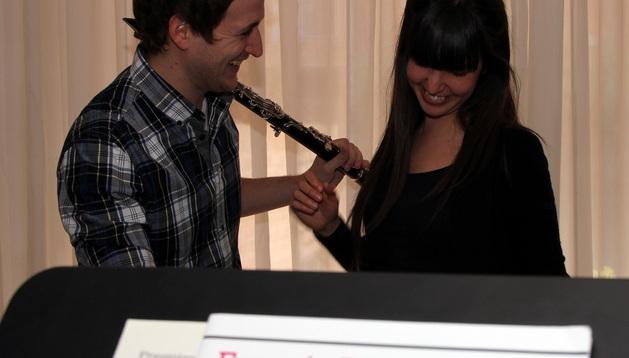 Los músicos Mikel Donazar y Amaia Osés, clarinete y piano
