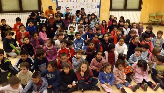 Alumnos del colegio Blanca de Navarra de Lerín durante la actividad del día de la paz
