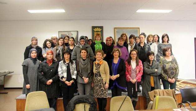 Mujeres participantes en la apertura del proyecto