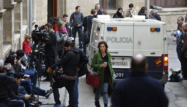 Periodistas en el exterior de los juzgados de Palma este viernes.