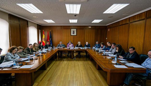 El salón de sesiones de Estella, con la corporación al completo en el pleno de presupuestos