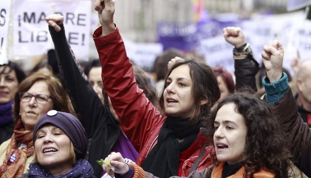 Numerosas mujeres se manifestaron en la marcha convocada por el Movimiento Feminista de Madrid para mostrar su rechazo al anteproyecto de la ley del aborto.