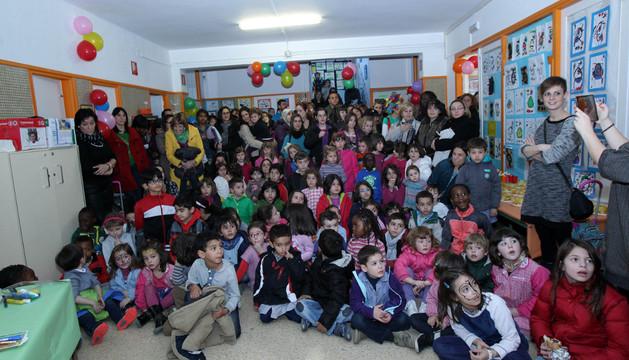Parte de los asistentes a la inauguración de la biblioteca infantil del colegio San Julián