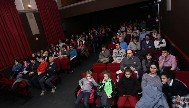 Asistentes a la asamblea abierta a toda la ciudadanía celebrada en Castel-Ruiz