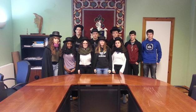 Los jóvenes que recibieron la vara de mando en la casa consistorial