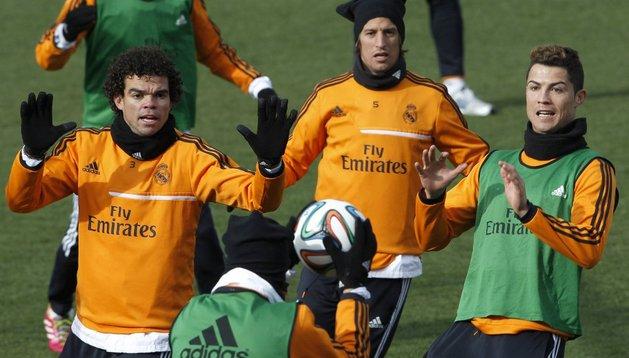 Pepe y Cristiano Ronaldo, durante el entrenamiento del lunes