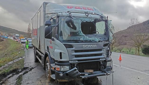 Un camión vuelca en la N-121-A a la altura de Sorauren sin causar heridos