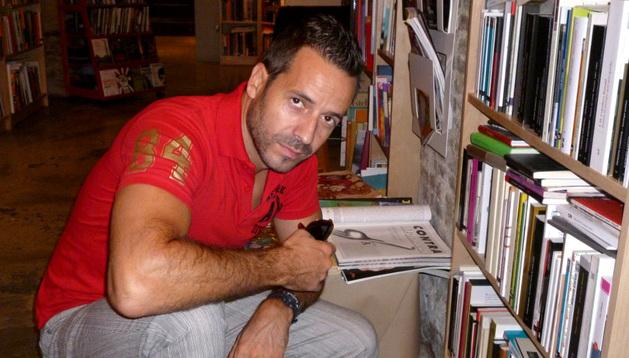 El poeta pamplonés Javier Asiáin