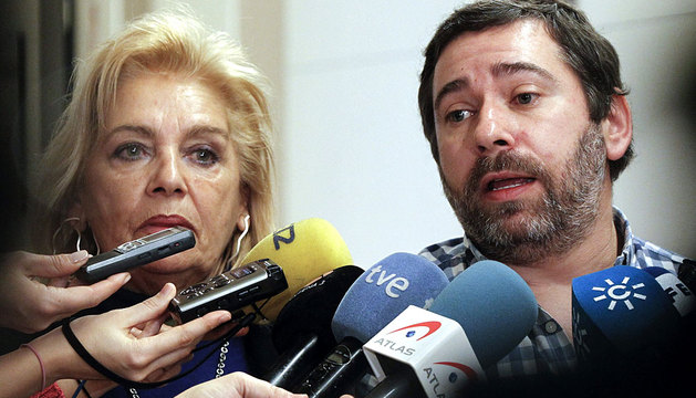 La madre y el hermano de José Couso en el Congreso
