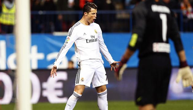 Cristiano Ronaldo celebra uno de los tantos marcados en el Vicente Calderón